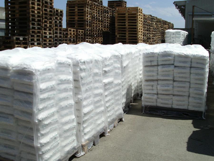Bancali di sacchi di sale